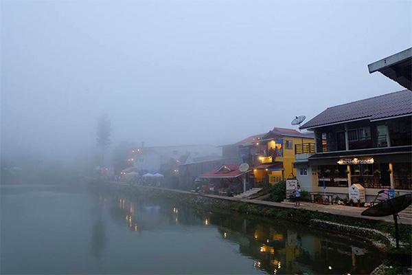 เมืองในหมอกบ้านอีต่อง ปิล๊อก กาญจนบุรี สถานที่สำหรับคนชอบความโมแมนติก